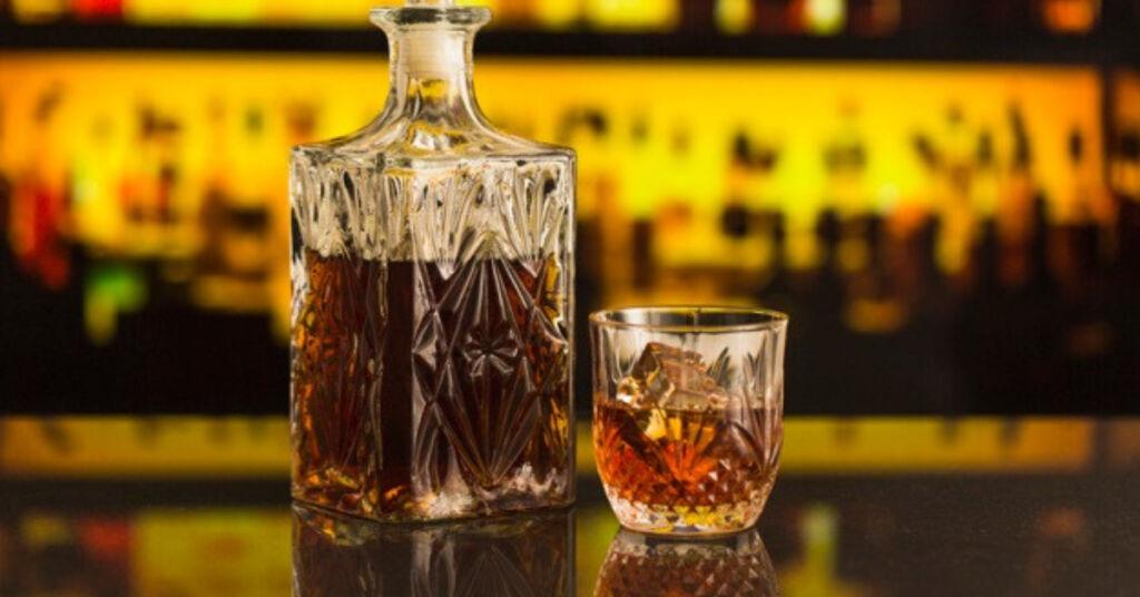Saiba como ter sua própria marca de bebida destilada
